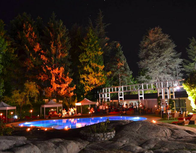 Andorra PArk Hotel jardín nocturno